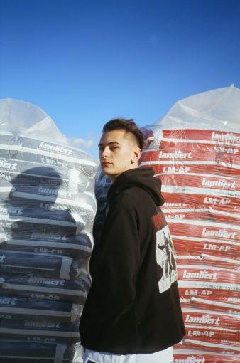 ANT SAUNDERS CREATES ART FOR ART'S SAKE IN DEBUT EP 'BUBBLE'